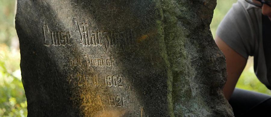 Restaurierung eines Grabsteins